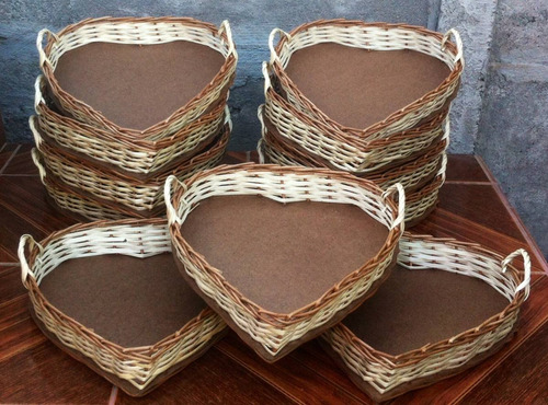 bandejas de mimbre en forma de corazón 30 cms